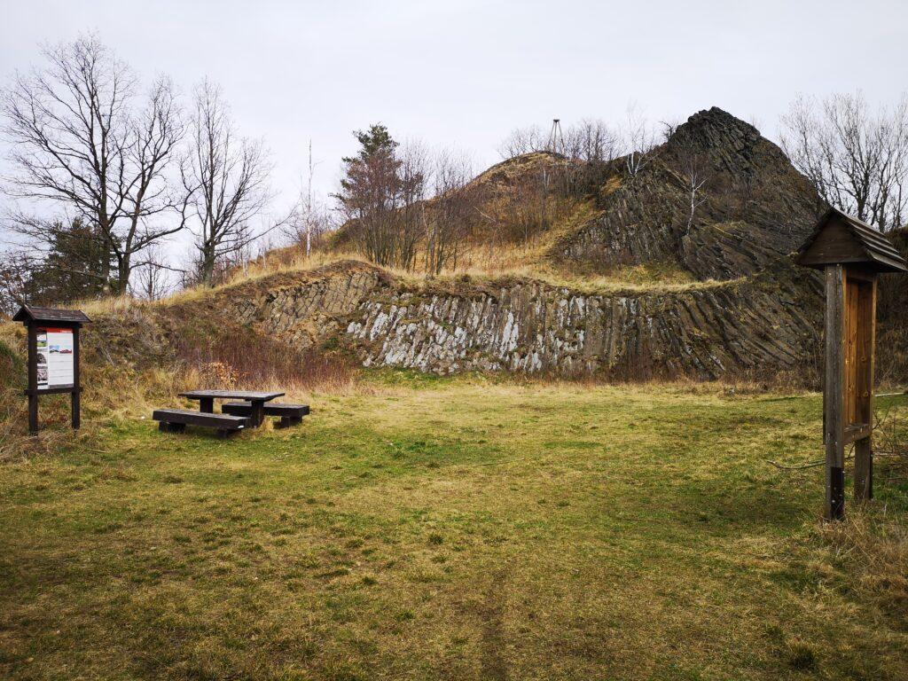 czartowska skała korona kaczawska pogórze złotoryjskie pogórze kaczawskie park krajobrazowy chełmy
